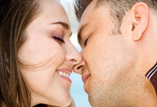 Perbedaan Ciuman Pria dan Wanita