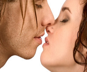 Cara Melakukan Ciuman French Kiss
