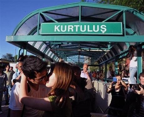 ciuman massal Turki