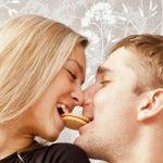 6 Makanan yang Harus Dihindari Sebelum Berciuman