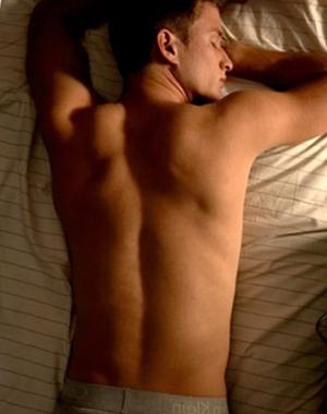 Manfaat tidur telanjang tanpa celana dalam bagi pria