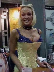 Houston adalah salah satu artis film porno terkaya dunia