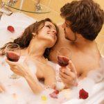 5 Posisi Seks Paling Hot Ketika Bercinta di Air