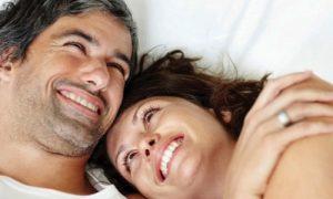 Agar posisi seks misionaris tidak membosankan lakukan variasi