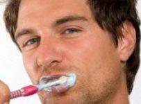 Mencegah impotensi dengan sikat gigi teratur.