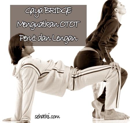 Posisi bercinta bridge akan memperkuat otot lengan dan perut