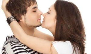 Cara berciuman bibir dan lidah